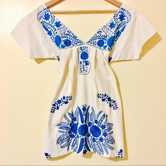 Aqua Women/'s Embroidered Floral Print Plunging V-Neck Mini Dress